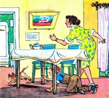 Виталик и его мама гоняются по дому за котом Мурзиком