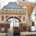 Расскажите детям о музеях и выставках Москвы - Емельянова Э. - Узнай-ка!