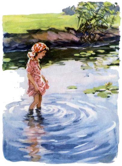 девочка в воде по колено