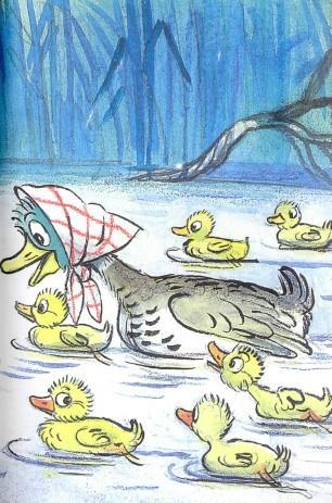 мама утка с утятами на озере