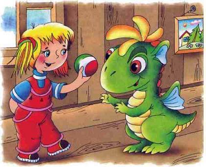 Дракоша играет в мячик