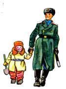 Милиционер ведет мальчика за руку