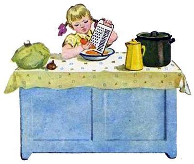 девочка Натка натирает морковку на тёрке