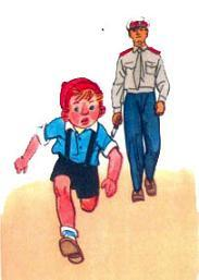 милиционер идет за Сашей по улице