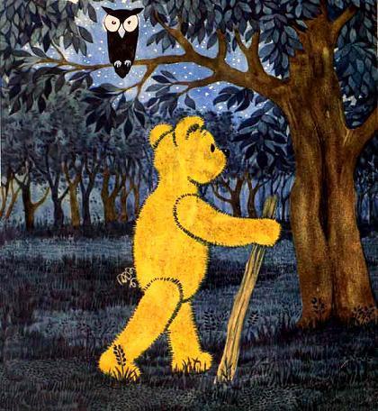 медвежонок Тедди Брюмм идет по ночному лесу