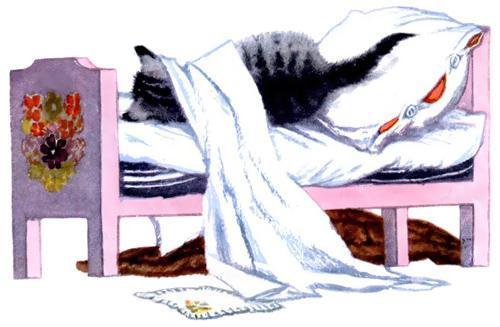 котенок лежит в кроватке